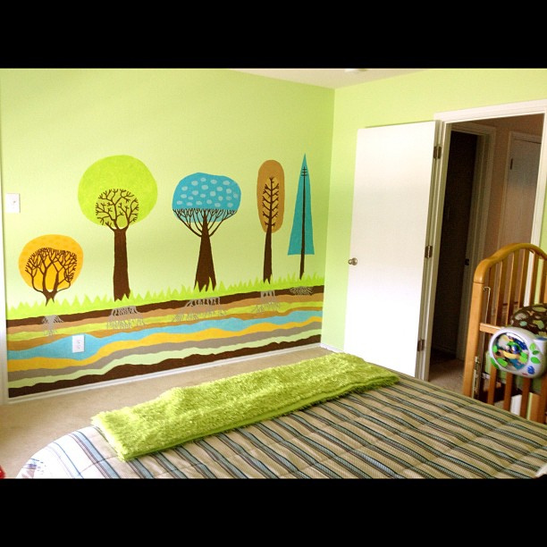"Home tour... Bedroom 3, ""the green room""... My favorite! ❤"