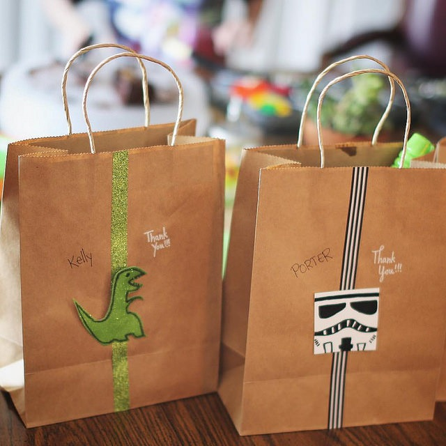Dinosaur and Star Wars Themed Party Favor Gift Bags by @sprittibee