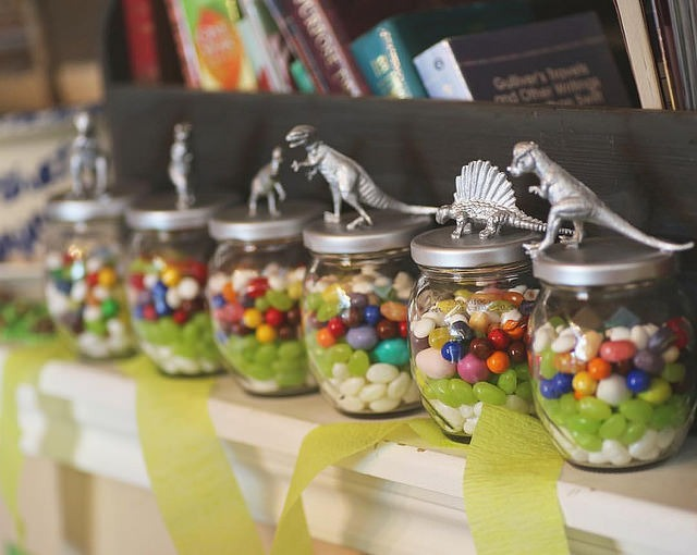 Dinosaur Candy Jar Party Favors by @Sprittibee