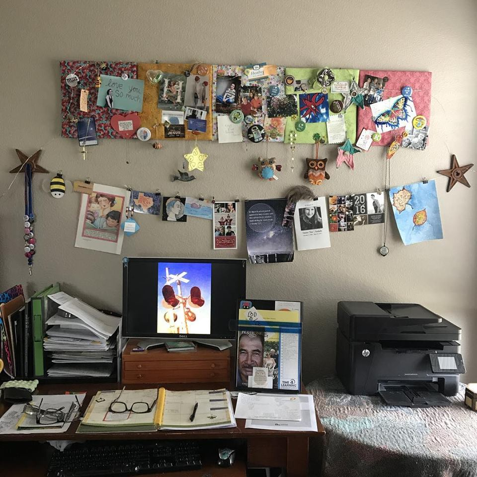 Sprittibee Desk with Greige Walls @sprittibee